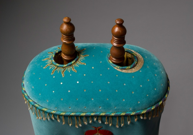 Torah mantle dome